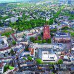 """Wie schafft man Markttransparenz außerhalb der großen Metropolen? Was zeichnet eine B- oder C-Stadt aus? Und warum nennt man diese Standorte """"weiße Schatten""""? Michael R. Baumann leitet den Bereich """"Office Investment B/C Cities"""" und stellt sich unseren Fragen:"""